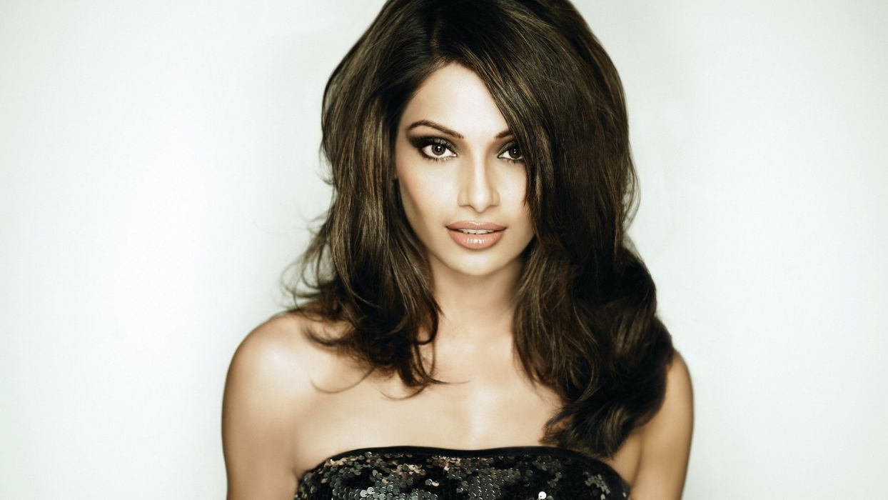 bipasha basu bollywood actress model girl beautiful brunette pretty cute beauty sexy hot pose face eyes hair lips smile figure indian  wallpaper