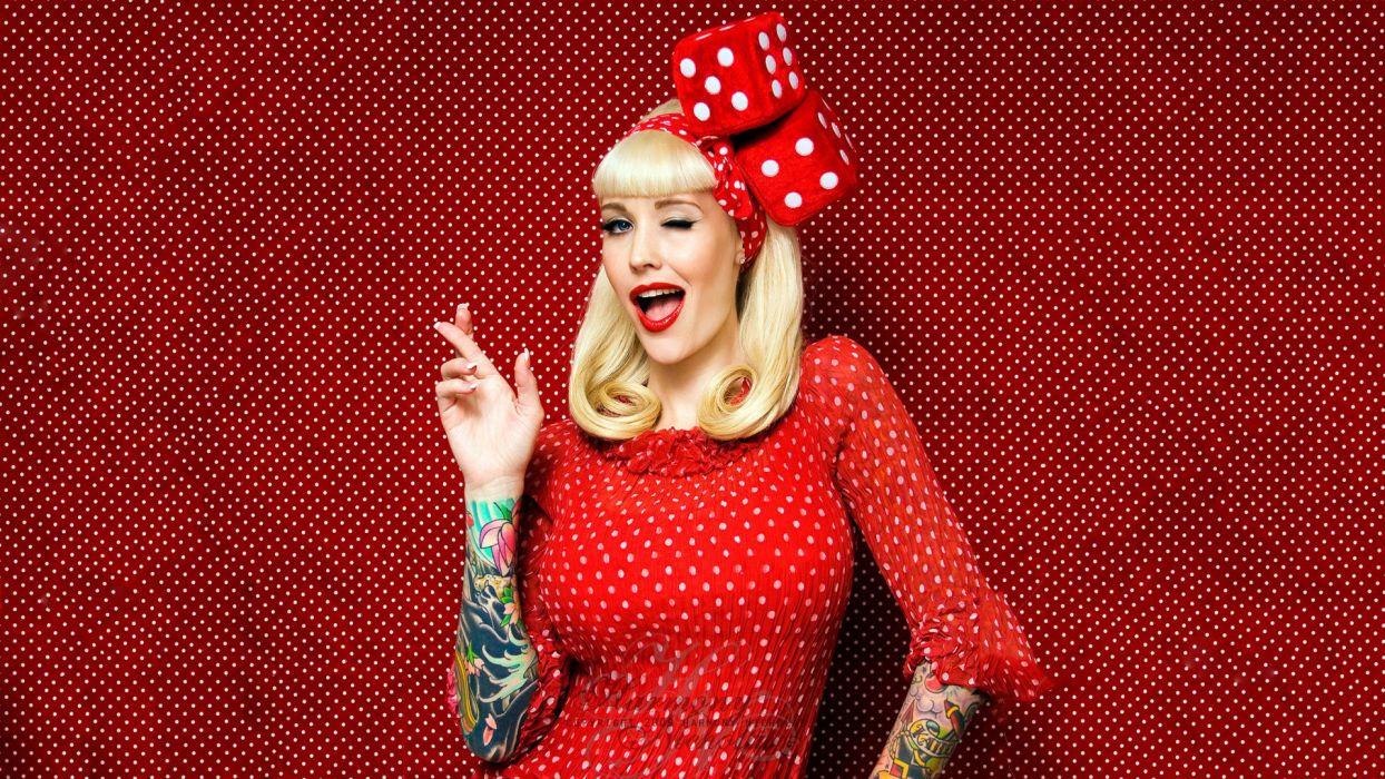chica vestido rojo rubia tatuada c wallpaper