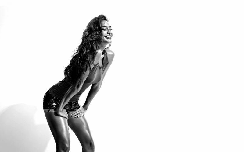 lisa haydon bollywood actress model girl beautiful brunette pretty cute beauty sexy hot pose face eyes hair lips smile figure indian wallpaper