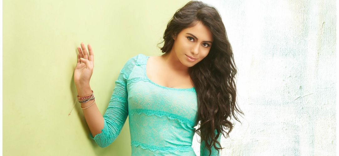 actress-deepa-sandhini wallpaper