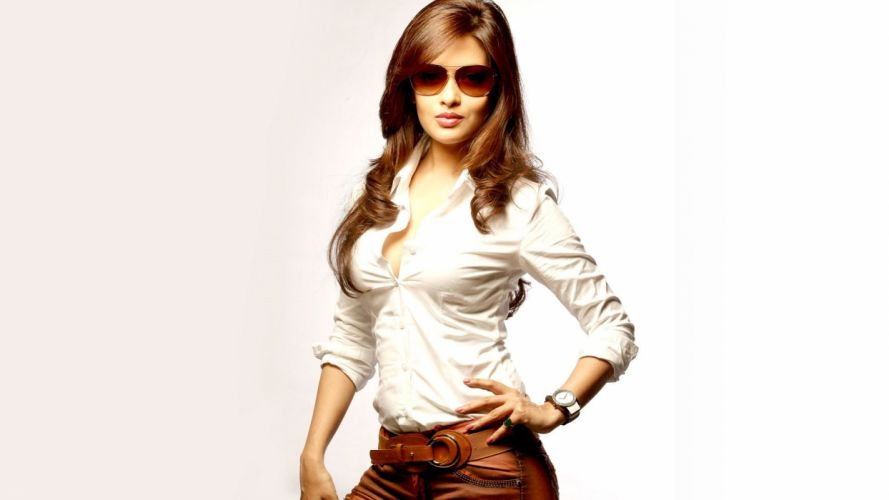 Riya sen bollywood actress model girl beautiful brunette pretty cute beauty sexy hot pose face eyes hair lips smile figure indian wallpaper