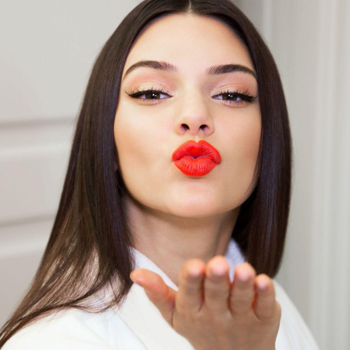 армянка с накрашенными губами - 3