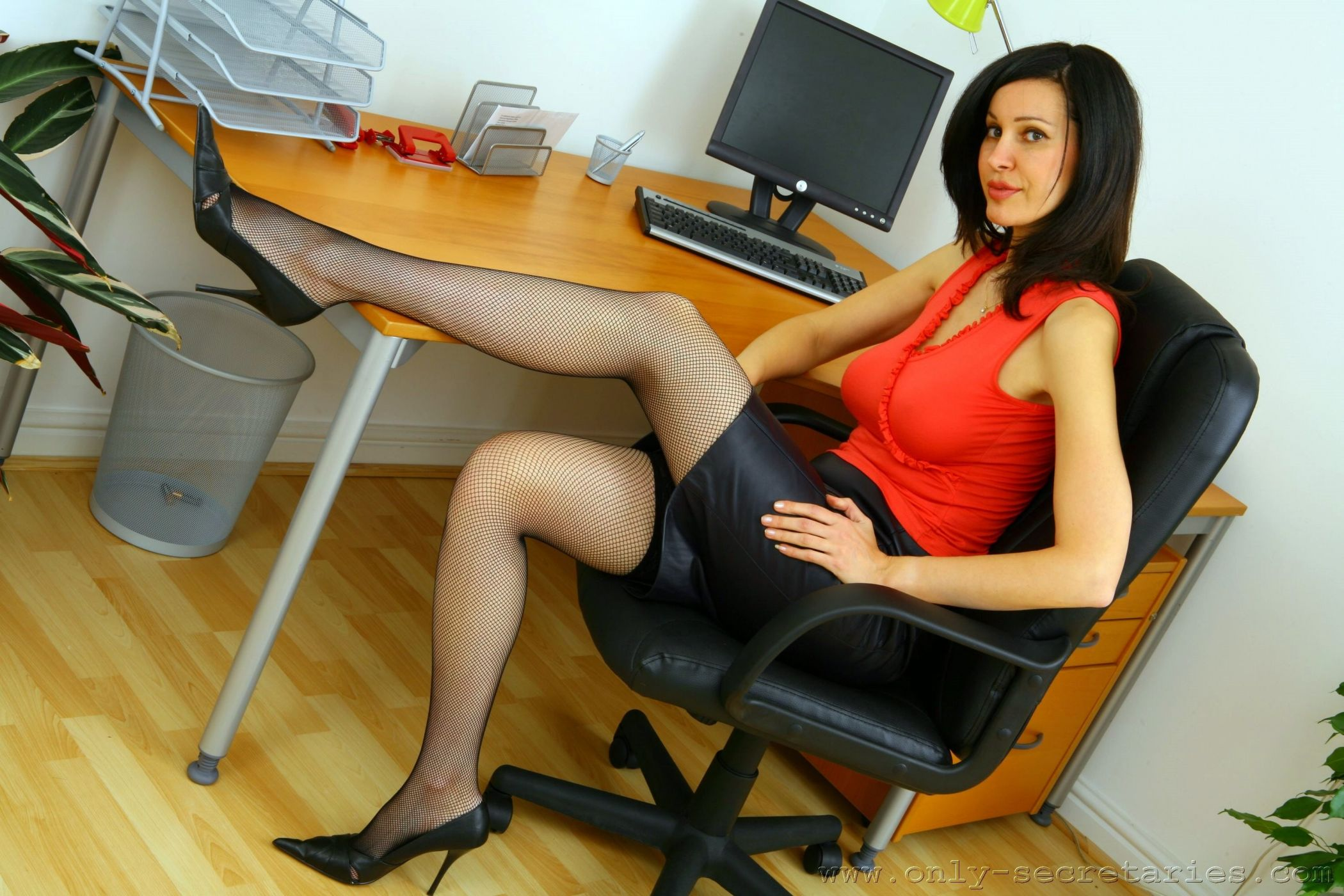 красивые ножки начальницы молодых толстых