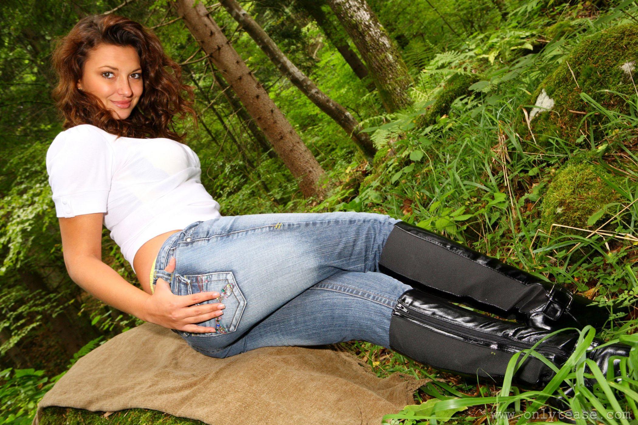 Порно фото галереи девушек в джинсовых штанах