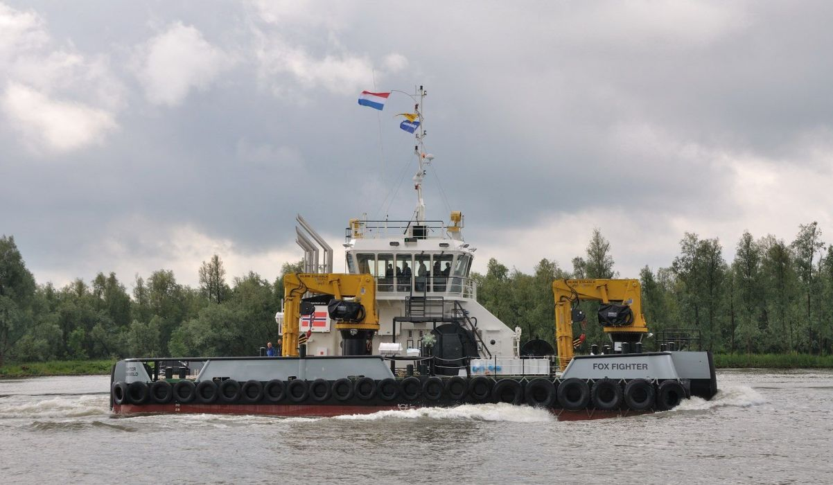 TUGBOAT ship boat tug wallpaper