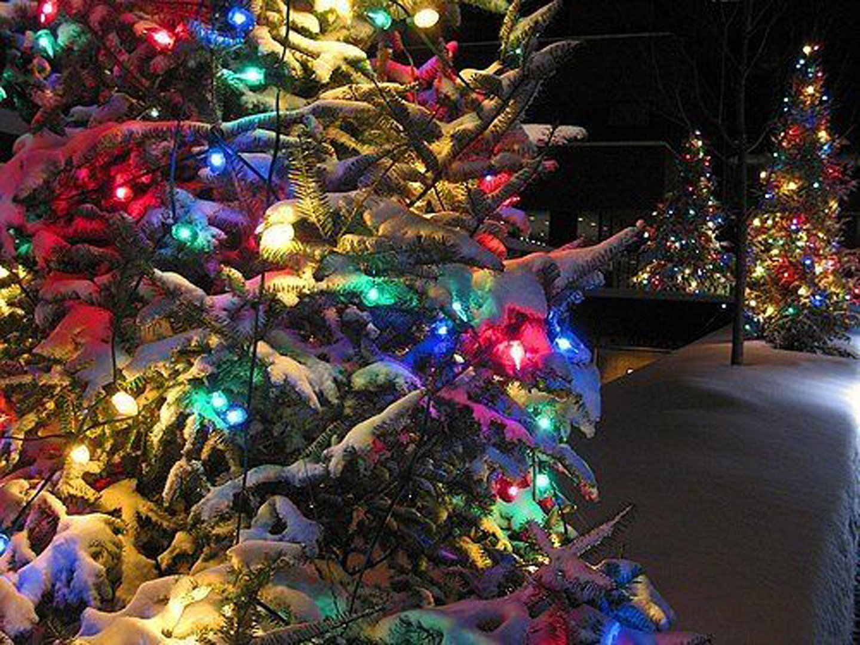 Beautiful Christmas tree decoration light snow wallpaper ...