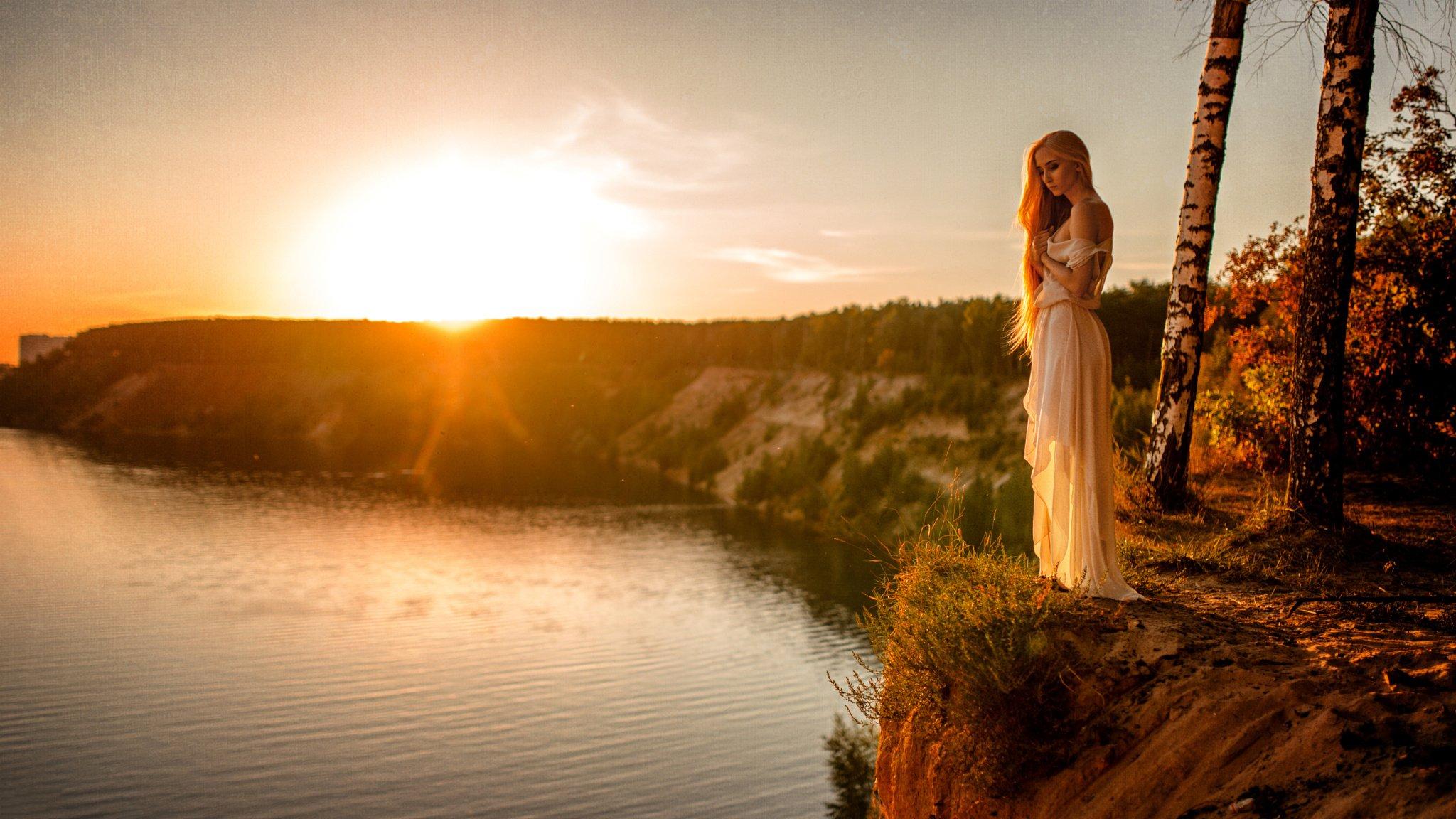 Красивые снимки голой девушки на закате солнца у реки  72640