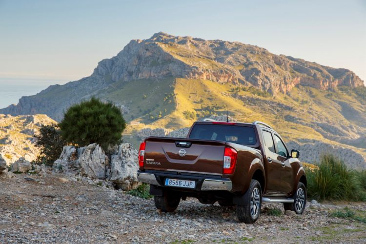 Nissan NP300 Navara double Cab cars truck pickup 2015 wallpaper