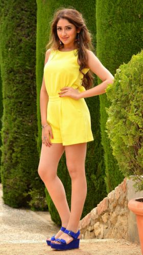 1439306539Sayesha-Saigal wallpaper