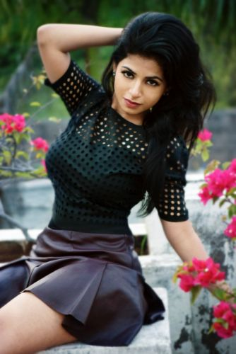Actress-Iswarya-Menon-New-Photoshoot-Images-2 wallpaper