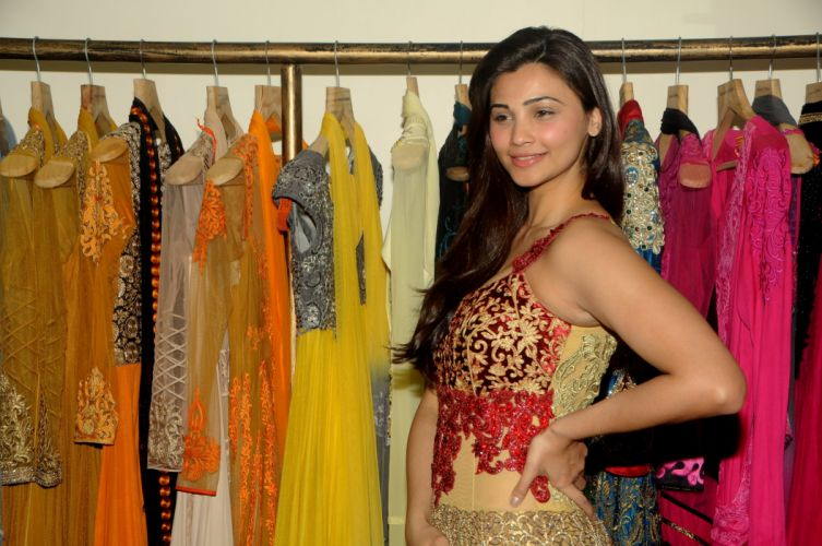 Daisy-Shah-During-Fittings-With-Designer-Rohit-Verma-2 wallpaper