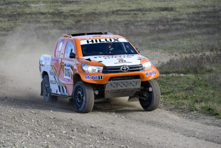 2016 Toyota Hilux Rally Dakar race racing rally pickup offroad 4x4 awd wallpaper