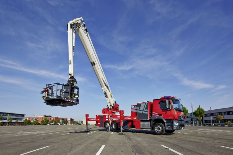 2015 Mercedes Benz Antos 2543 L Metz Rosenbauer firetruck emergency semi tractor fire wallpaper