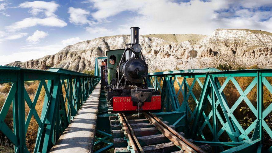 tren puente montaA wallpaper