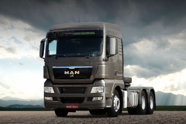 2013 MAN TGX 29-440 semi tractor truck wallpaper