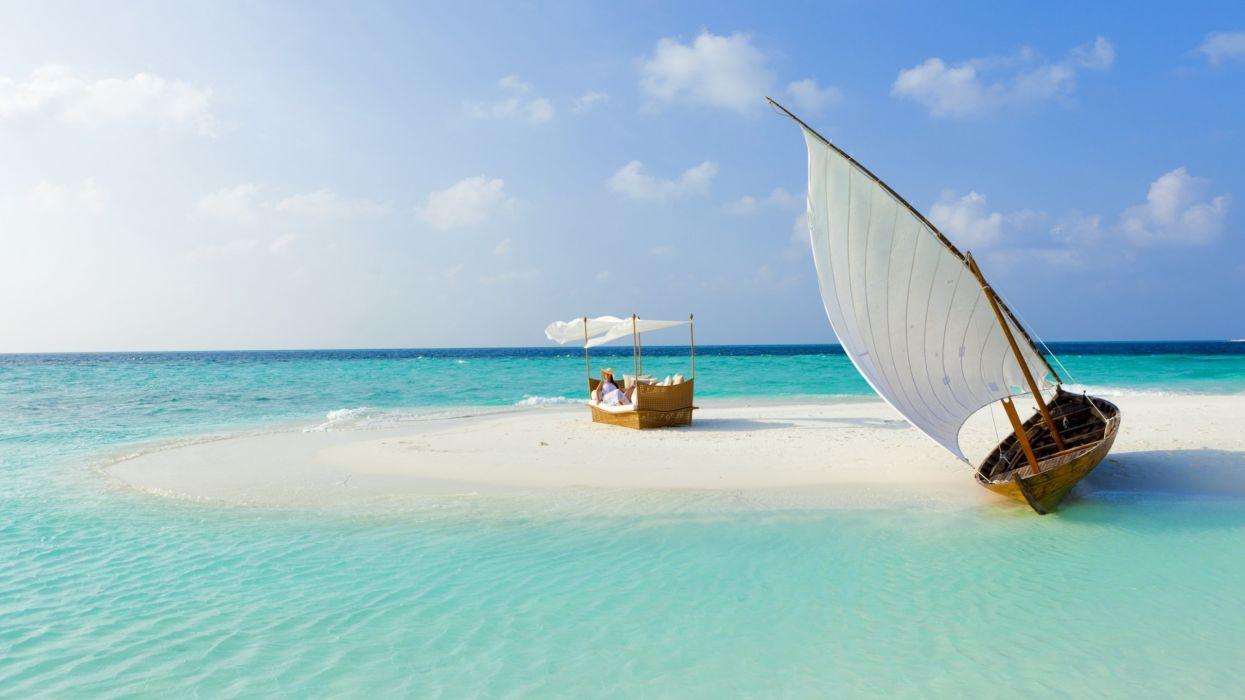 barco varado playa arena wallpaper