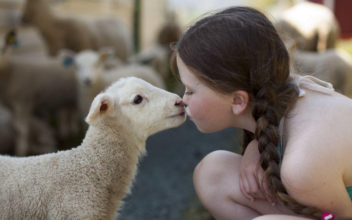 Chicas haciendo el amor con animales