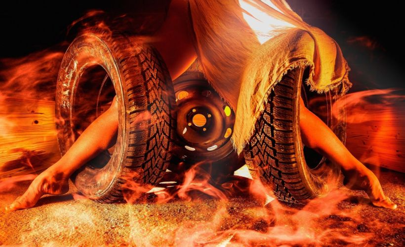 Creative Fire Foot automobile tire psychedelic wallpaper