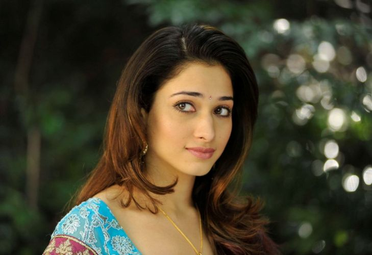 Tamanna Gorgeous Stills in Half Saree 10 wallpaper