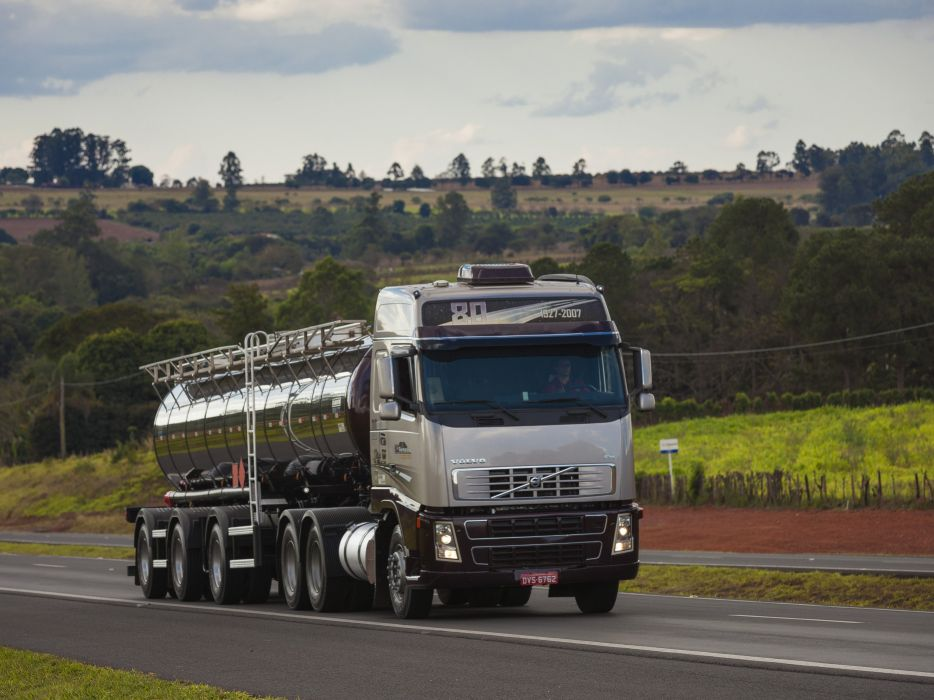 2005-07 Volvo F-H 440 6x4 semi tractor wallpaper