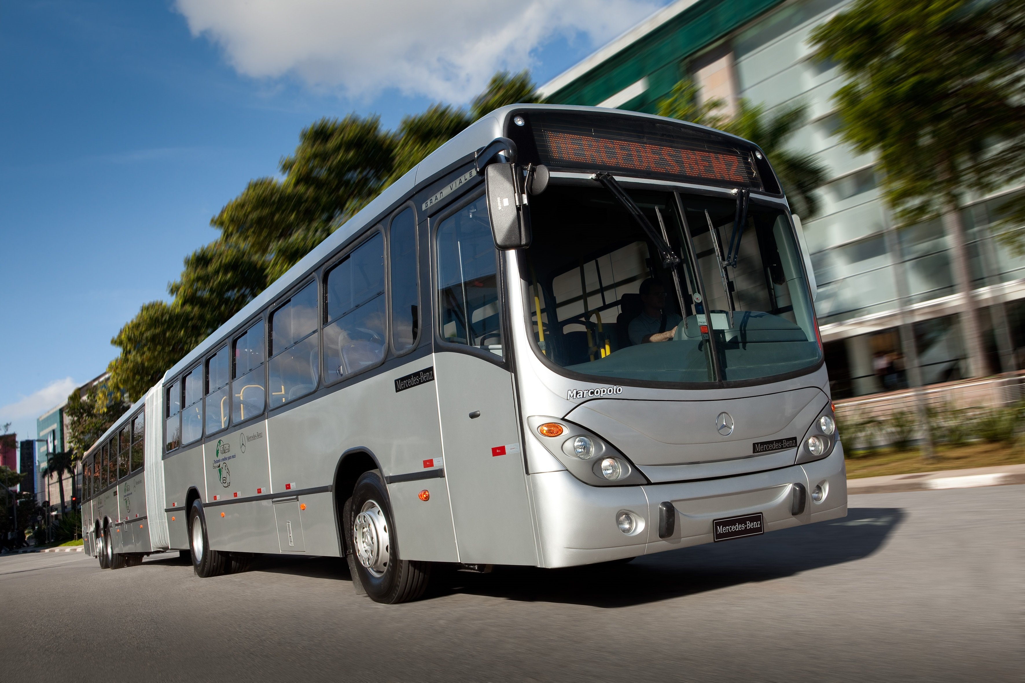 Image gallery 2011 mercedes benz buses for Mercedes benz brasil