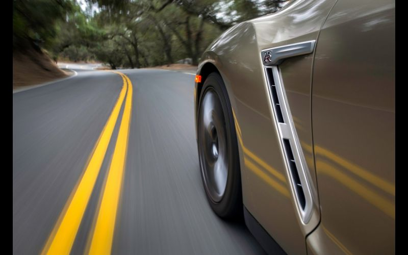2016 Nissan GT-R 45th Anniversary Gold Edition gtr supercar wallpaper