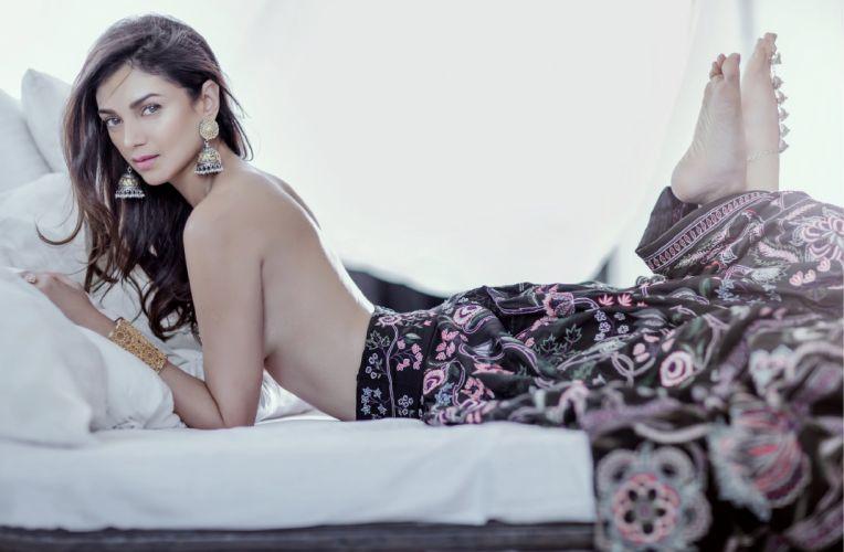 aditi rao haydari bollywood actress model girl beautiful brunette pretty cute beauty sexy hot pose face eyes hair lips smile figure indian wallpaper
