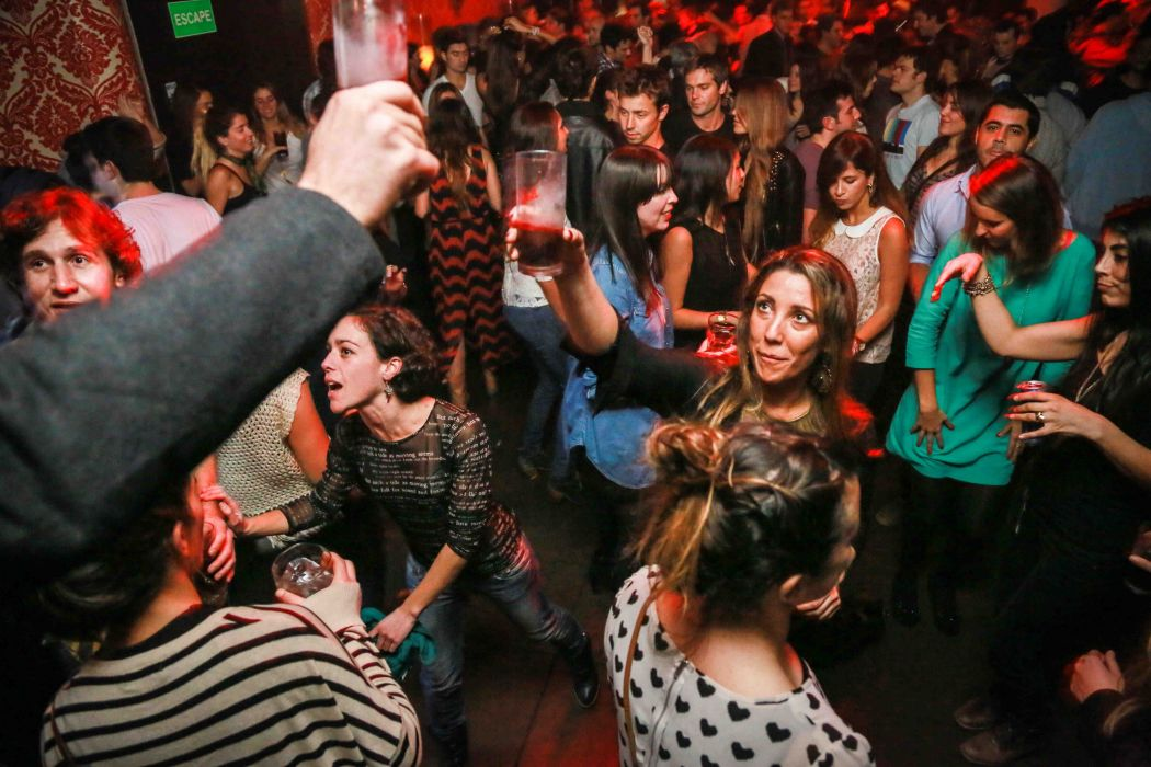 gente bailando discoteca wallpaper