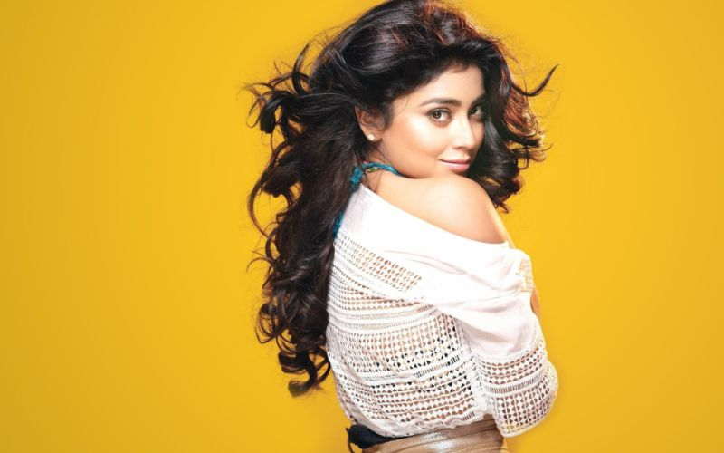 Shriya Saran bollywood actress model girl beautiful brunette pretty cute beauty sexy hot pose face eyes hair lips smile figure indian wallpaper