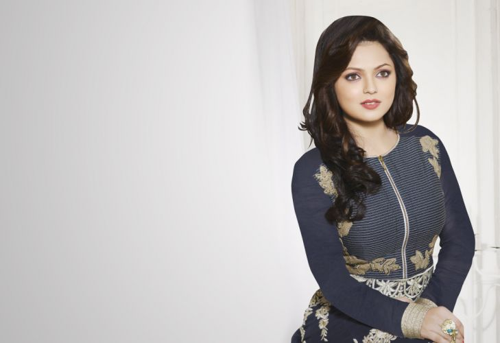 drashti dhami bollywood actress model girl beautiful brunette pretty cute beauty sexy hot pose face eyes hair lips smile figure indian wallpaper