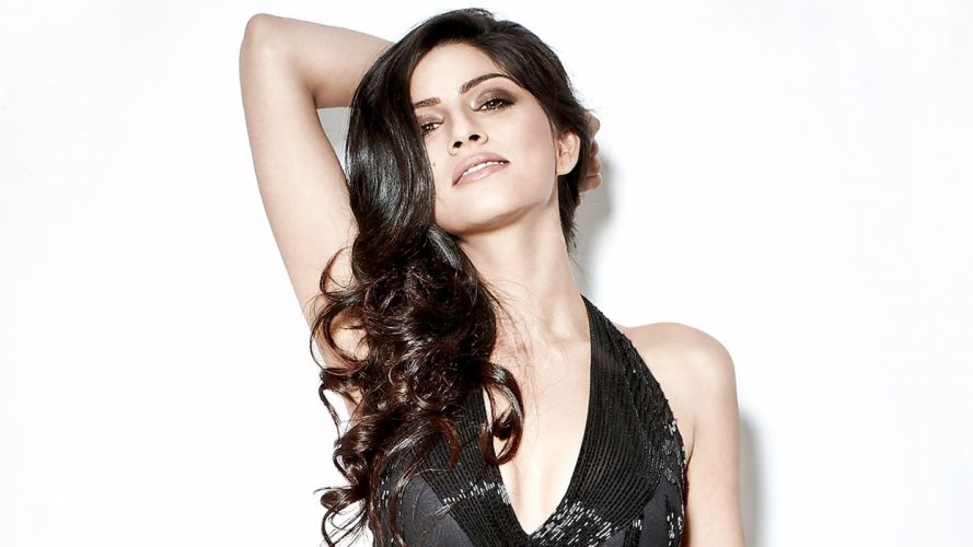 sapna pabbi bollywood actress model girl beautiful brunette pretty cute beauty sexy hot pose face eyes hair lips smile figure indian wallpaper