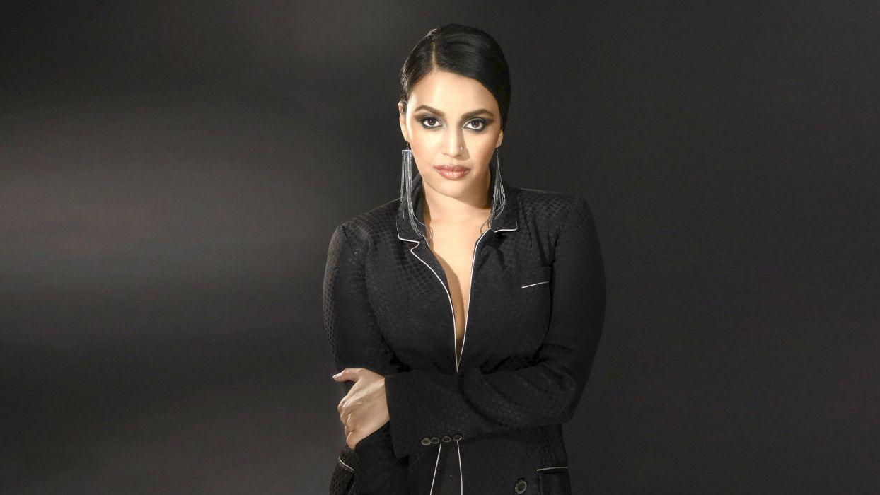 swara bhaskar bollywood actress model girl beautiful brunette pretty cute beauty sexy hot pose face eyes hair lips smile figure indian  wallpaper