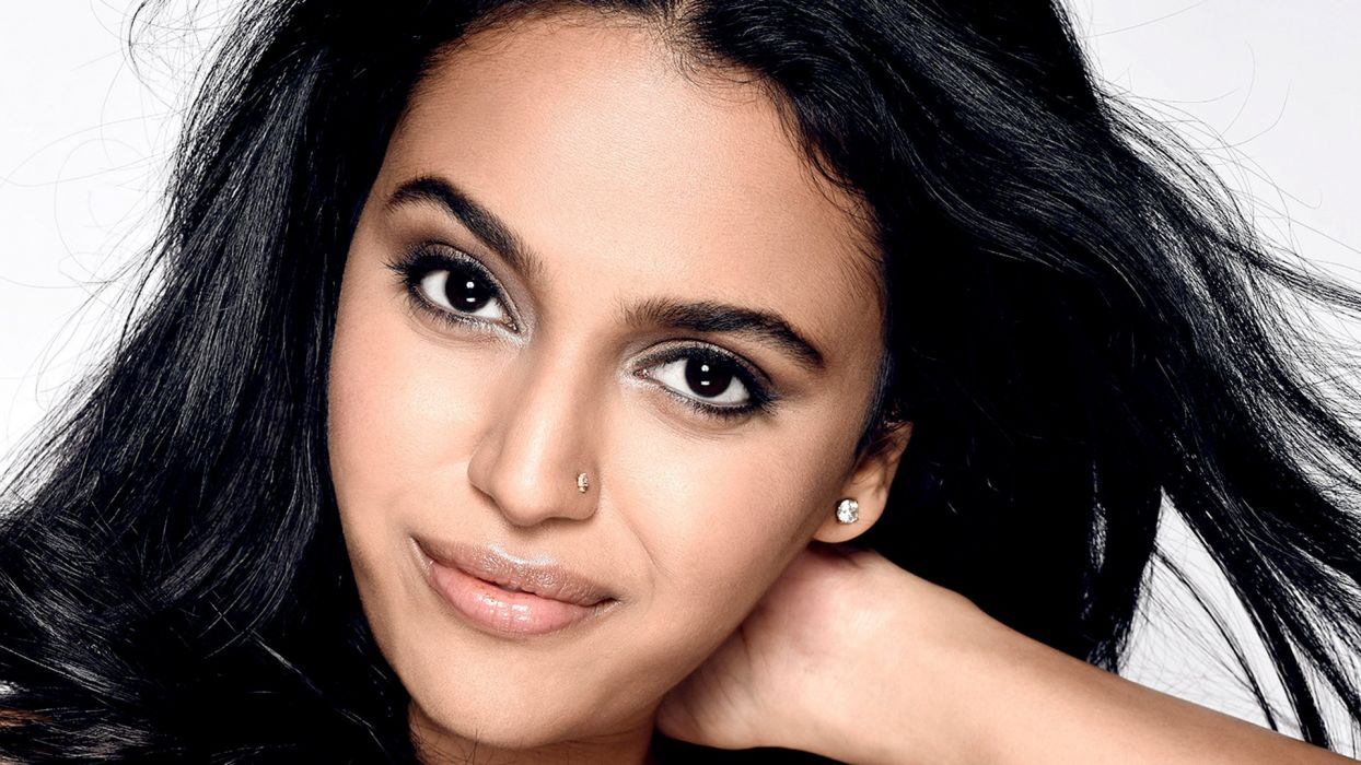swara bhaskar bollywood actress model girl beautiful brunette pretty cute beauty sexy hot pose face eyes hair lips smile figure indian  wallpaper