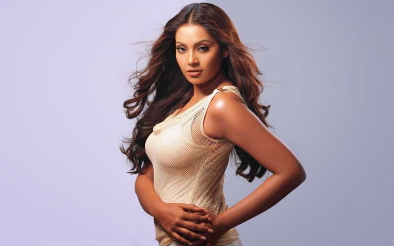 bipasha basu bollywood actress model girl beautiful brunette pretty cute beauty sexy hot pose face eyes hair lips smile figure indian wallpaper