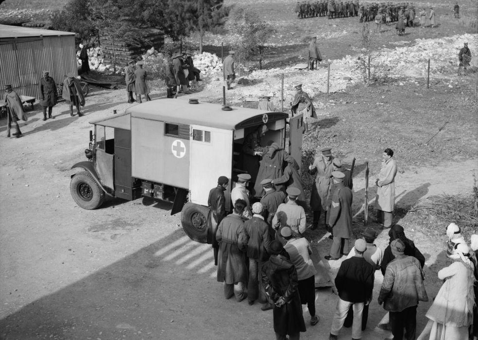 1935 Morris Commercial CS11-30F Mann Egerton field ambulance military 4x4 vintage emergency wallpaper