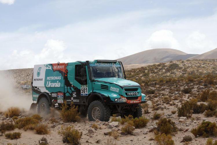 2015 Iveco PowerStar Evolution II 4x4 offroad semi tractor dakar race racing wallpaper
