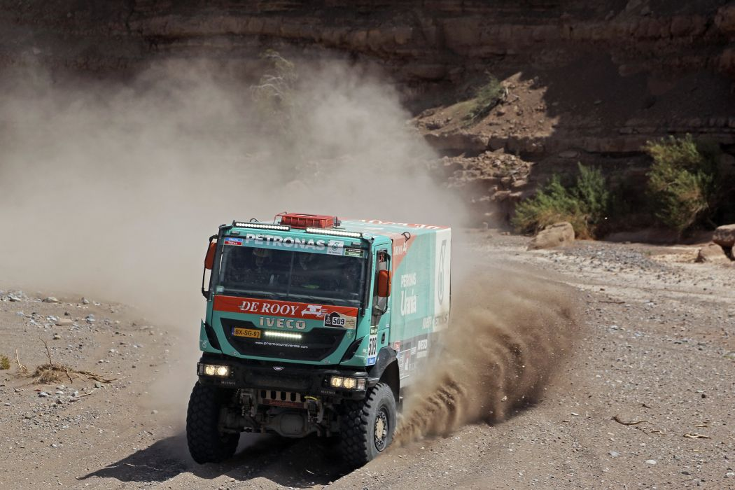 2014 Iveco Trakker Evolution-IV 4x4 dakar race racing Evolution semi tractor offroad wallpaper