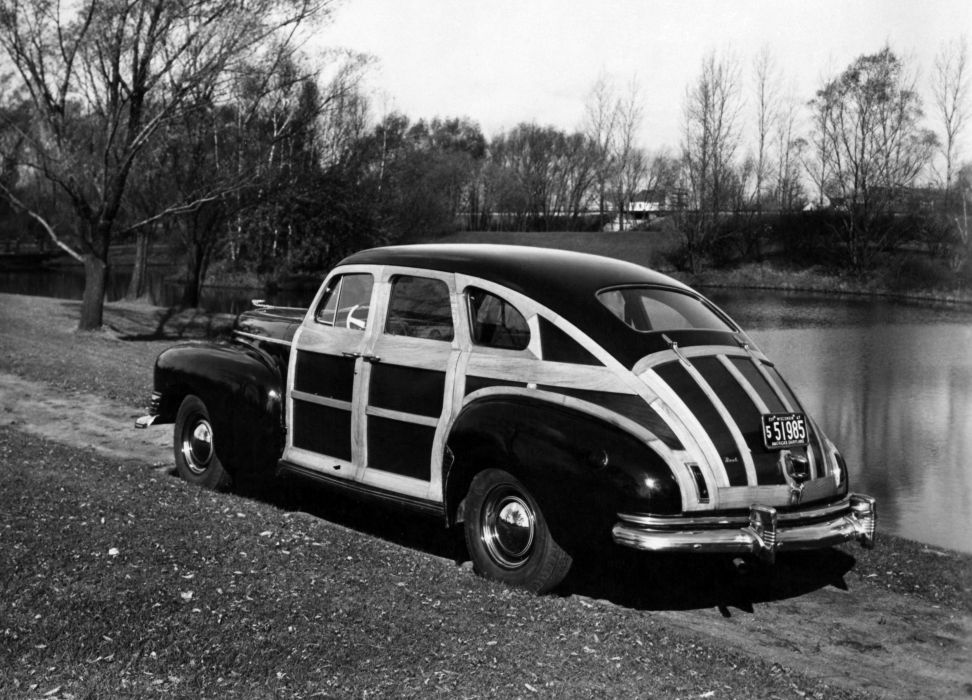 1941 Nash Ambassador Suburban woody retro luxury wallpaper