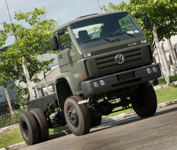 2008 Volkswagen Worker 15-210 4x4 Military semi tractor wallpaper