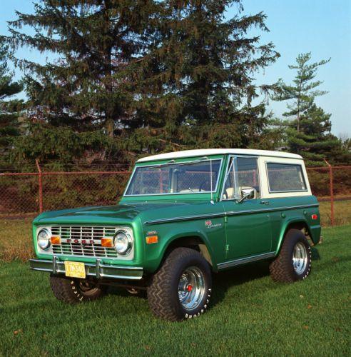 1971 Ford Bronco Sport Wagon U-150 4x4 suv wallpaper