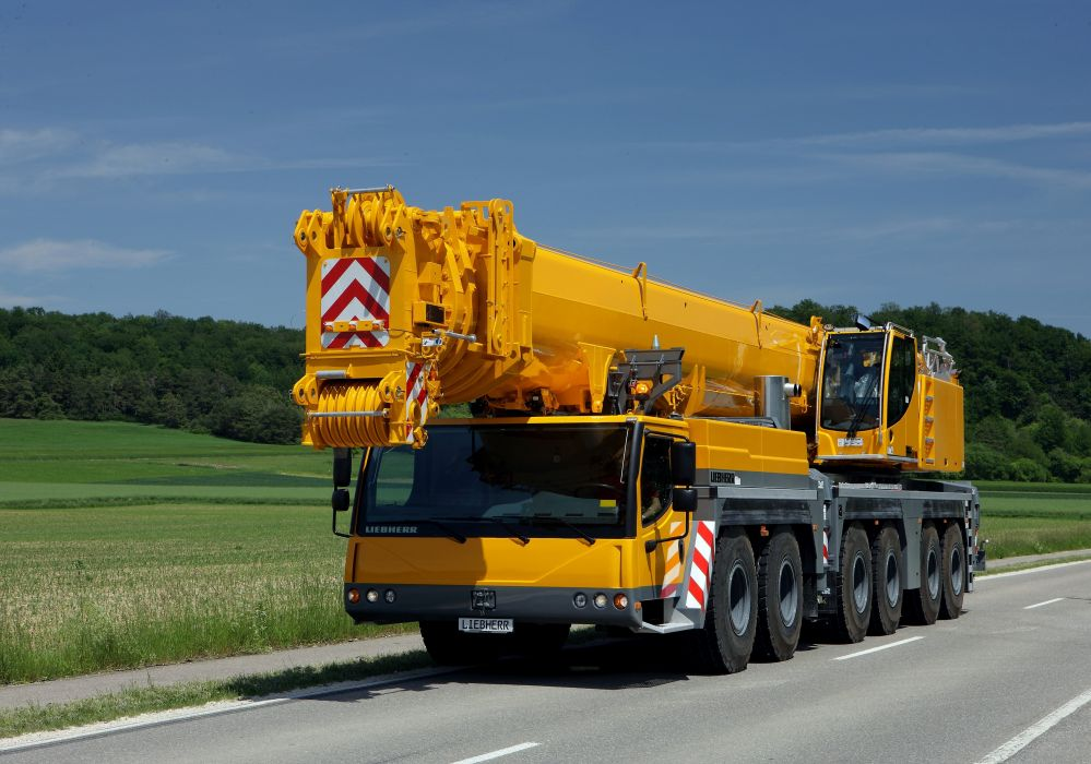 2010 Liebherr LTM 1350-6-1 crane semi tractor construction wallpaper