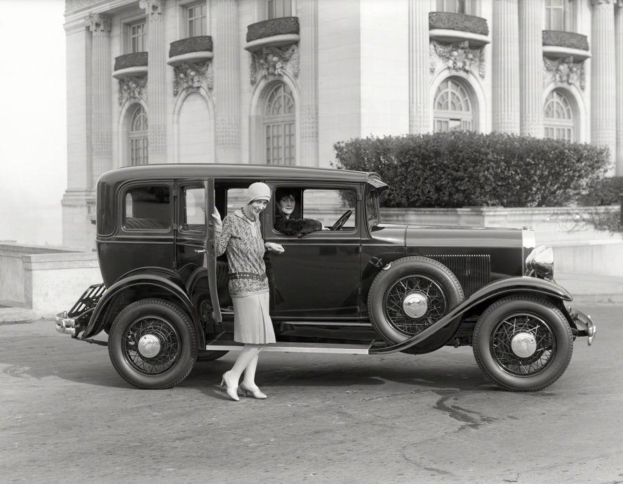 1930 Oldsmobile Model-F30 DeLuxe Patritian Sedan 30-FPS vintage wallpaper