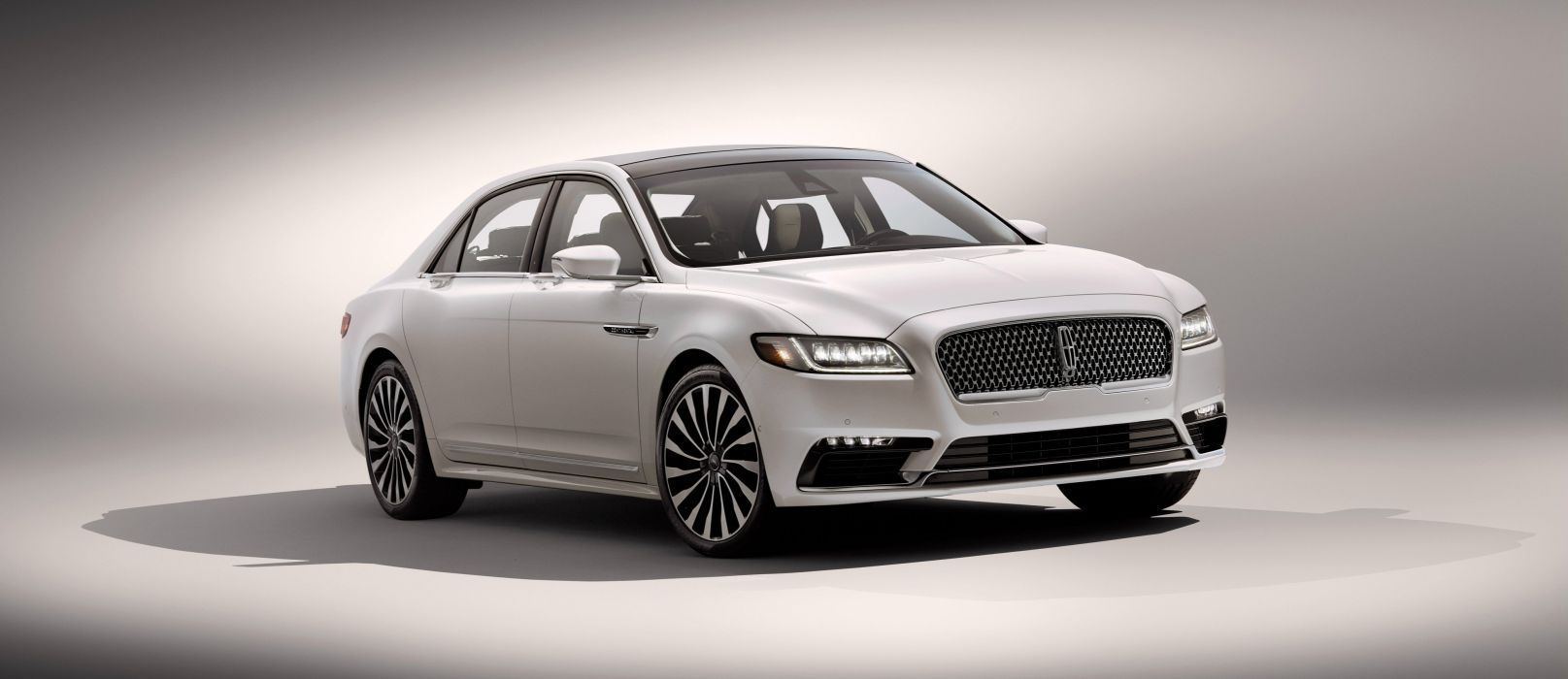 2017 Lincoln Continental luxury wallpaper