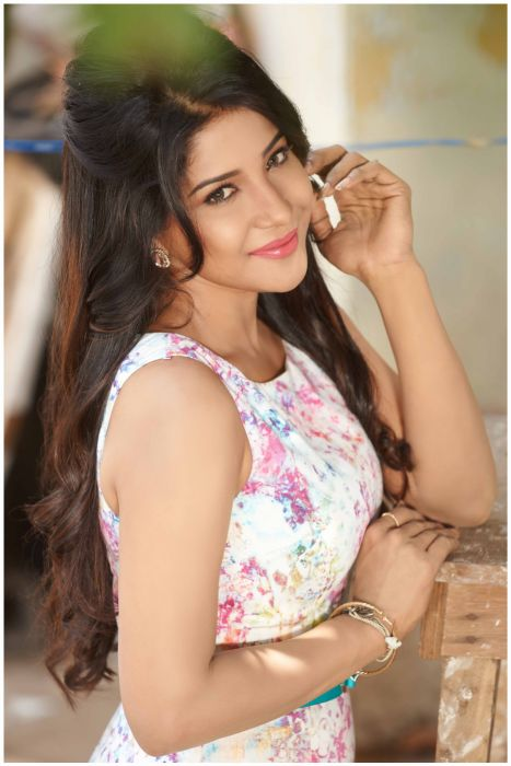 Sakshi-Agarwal-19 wallpaper