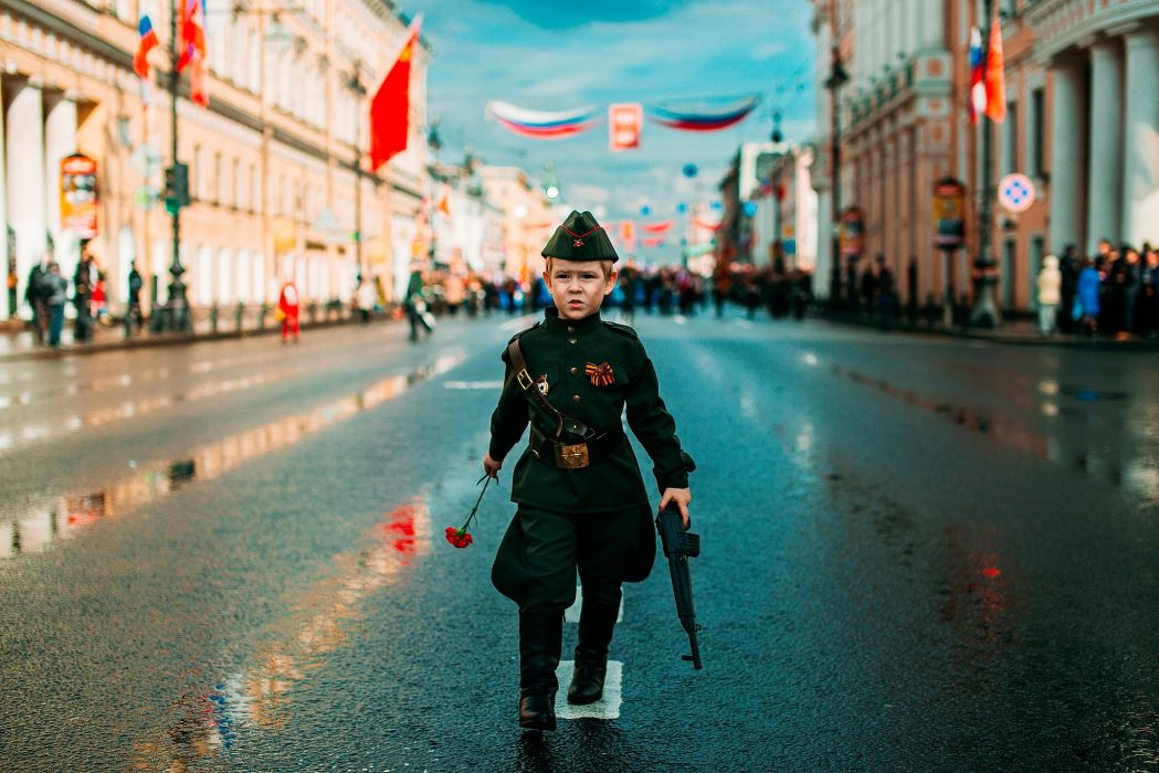 Defender's Day Soldiers Holidays Street Boys Children Cities wallpaper