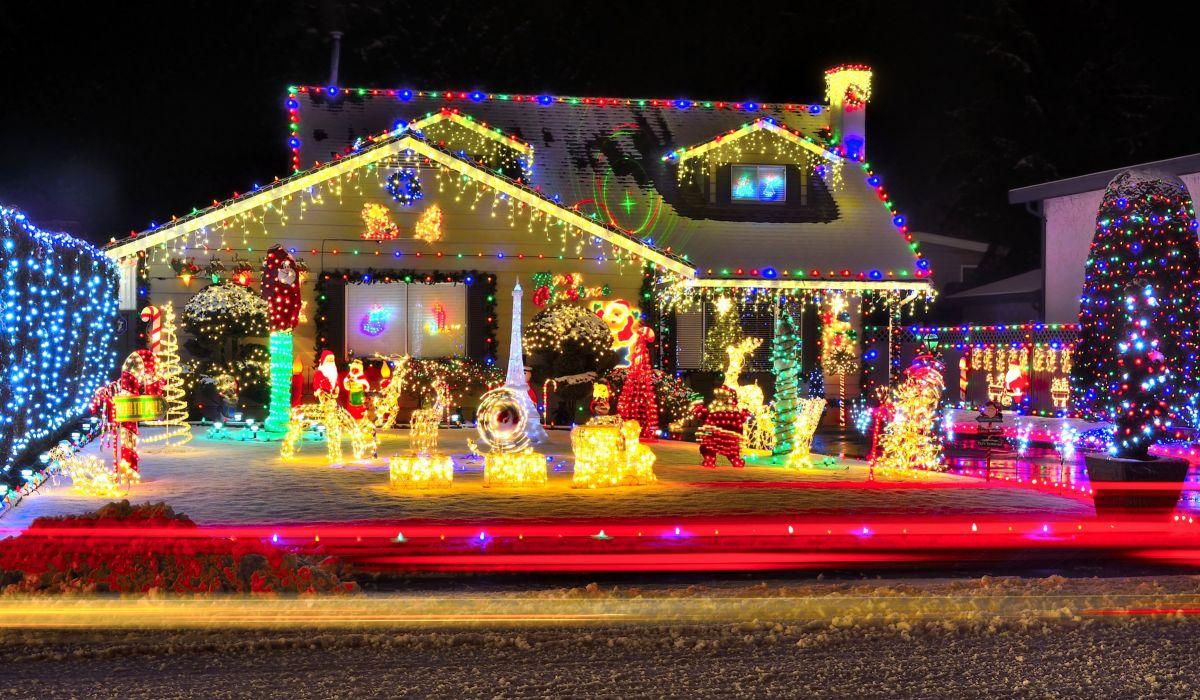 Holidays Christmas Houses Christmas tree Design Fairy lights Cities wallpaper