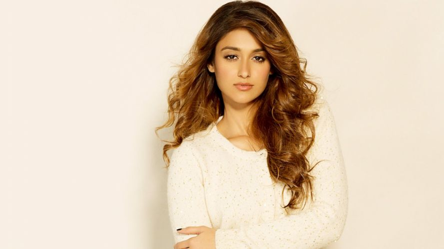 ileana d'cruz bollywood actress model girl beautiful brunette pretty cute beauty sexy hot pose face eyes hair lips smile figure indian wallpaper