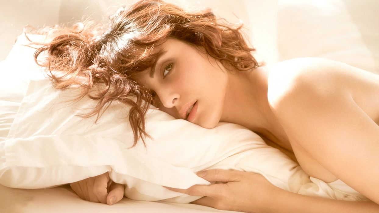 mandana karimi bollywood actress model girl beautiful brunette pretty cute beauty sexy hot pose face eyes hair lips smile figure wallpaper
