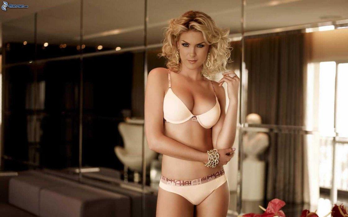 mujer rubia lenceria modelo wallpaper