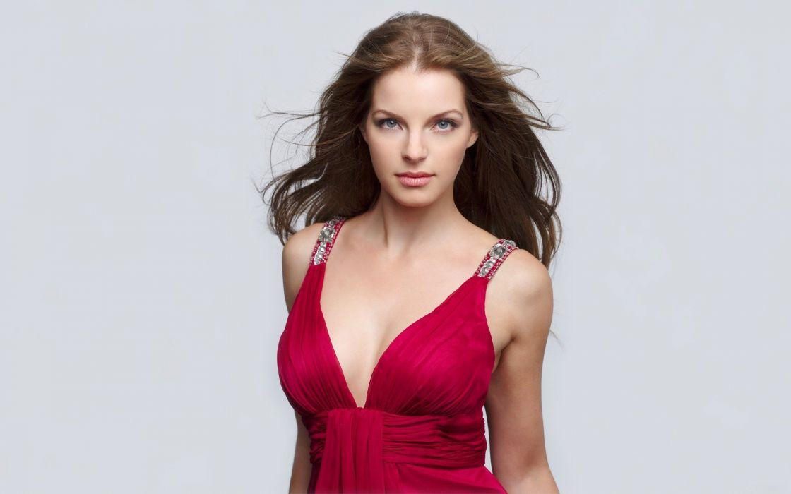 mujer morena modelo vestido rojo wallpaper